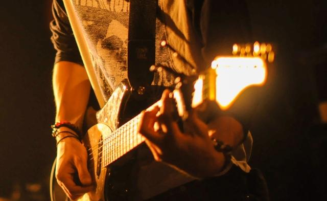 ギタリストの手元