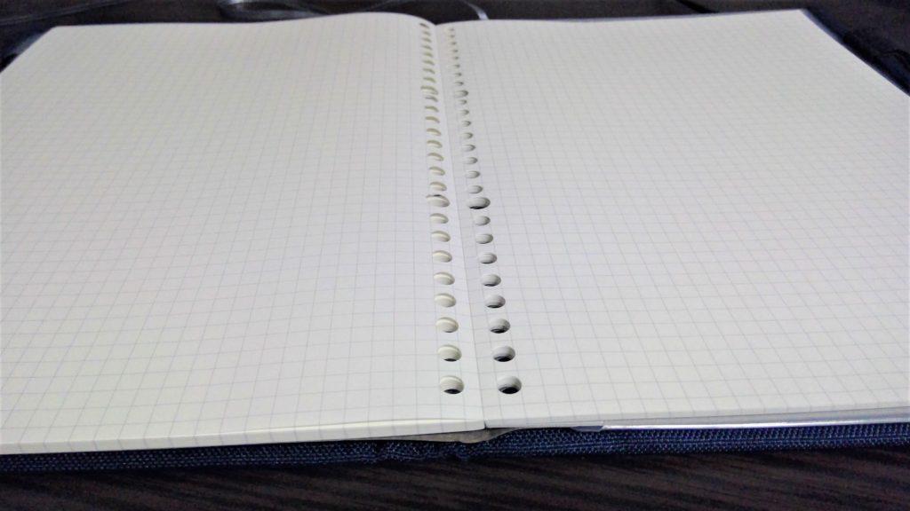 無印良品のノート型はがせるルーズリーフを開いた写真