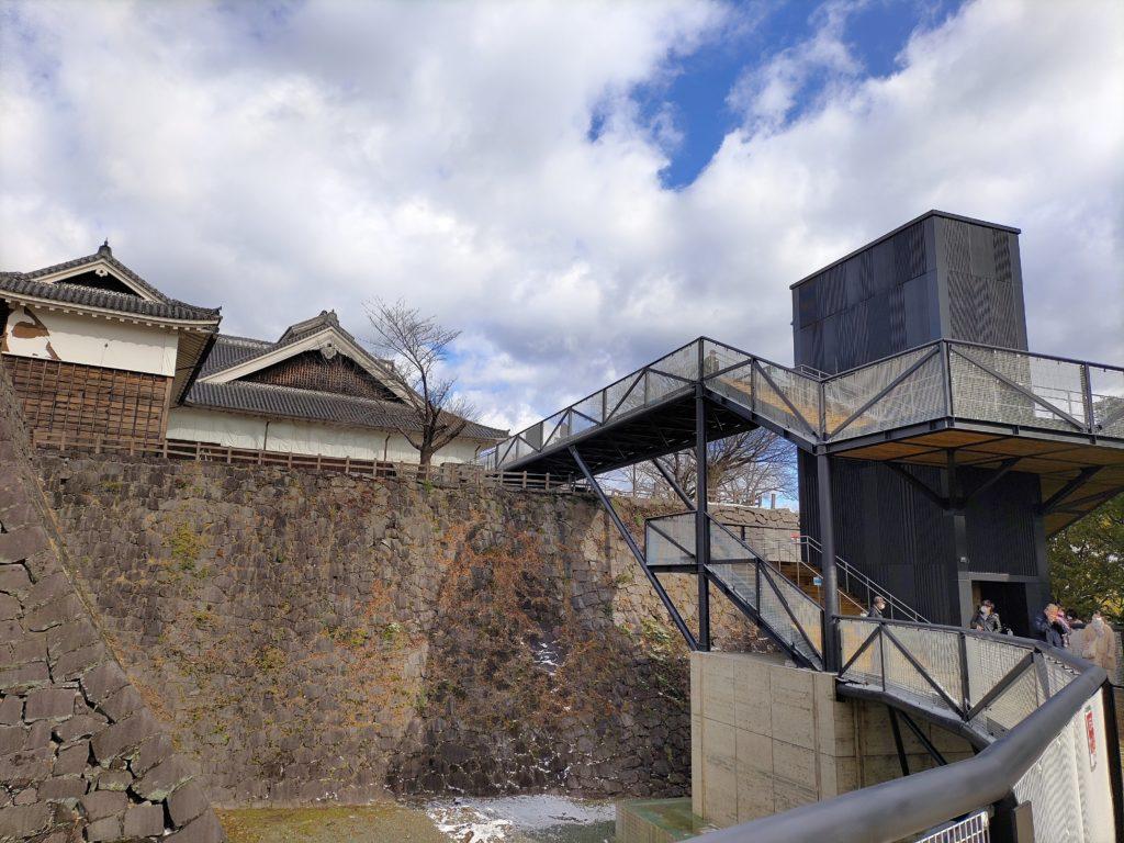 復興途中でも見学できるよう設けられた地上約6mの高さにある特別見学通路のエレベーター