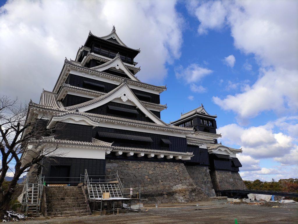 熊本地震から復興中の熊本城天守閣