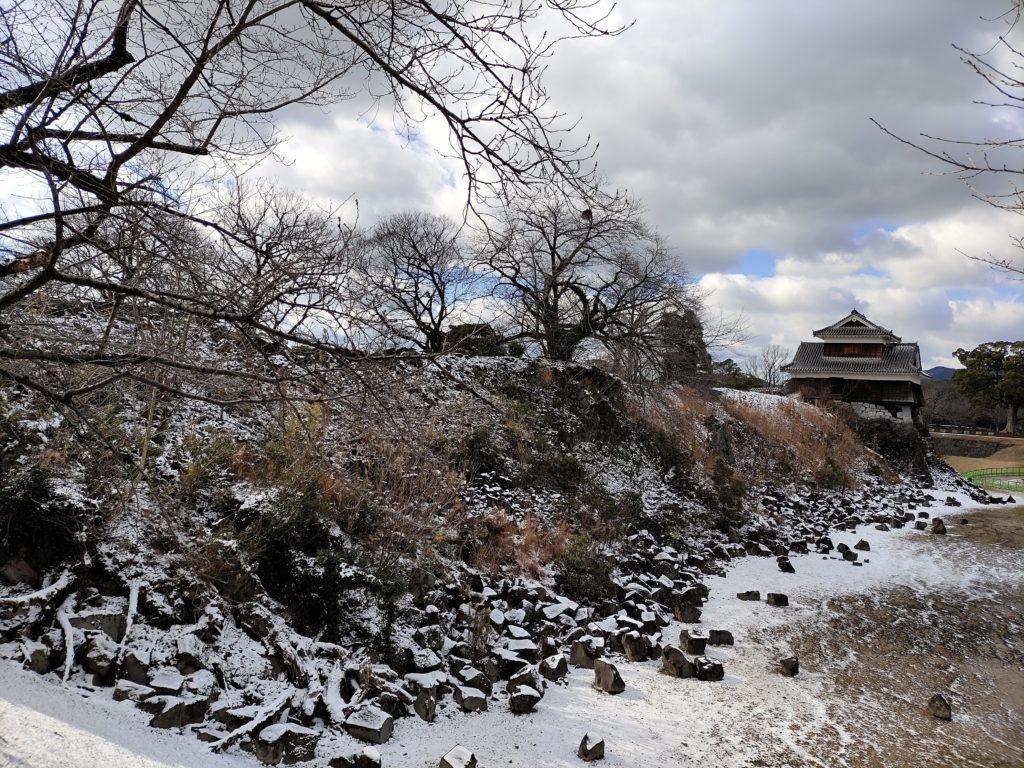 熊本地震で崩れたままの熊本城北大手門跡の石垣